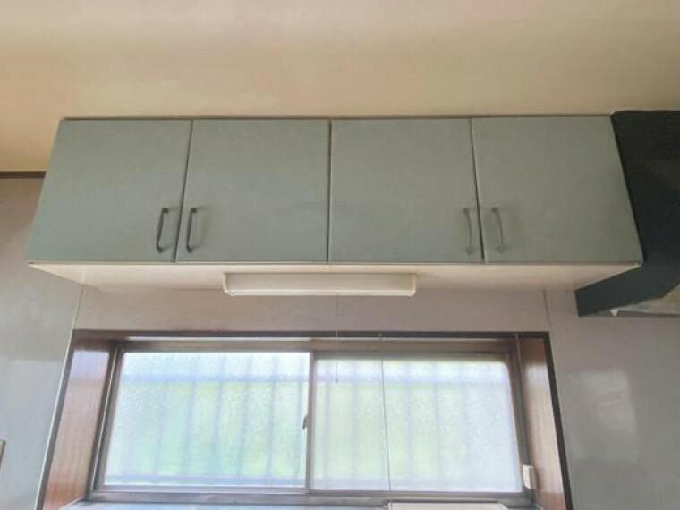 収納 キッチンの吊戸棚です。