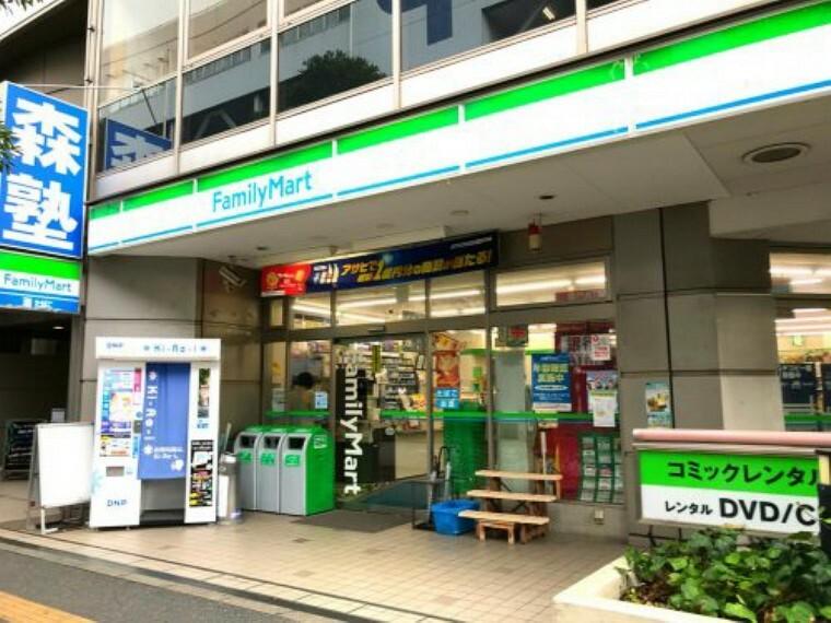 コンビニ 【コンビニエンスストア】ファミリーマート 稲毛海岸駅前店まで496m
