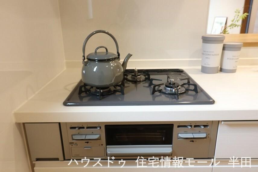 沢山の料理も効率的に調理できる3口コンロ。