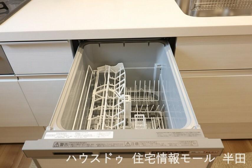 後片付けに重宝する食器洗浄乾燥機付。