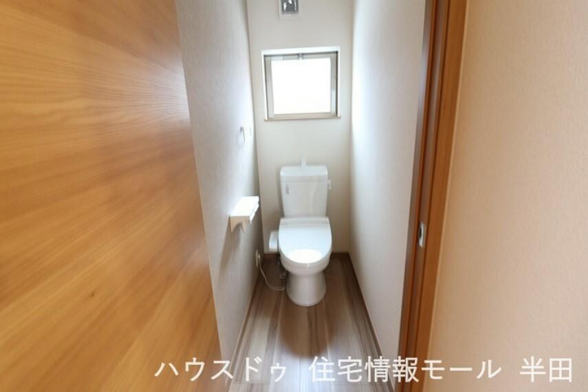トイレ 窓付きのトイレです。