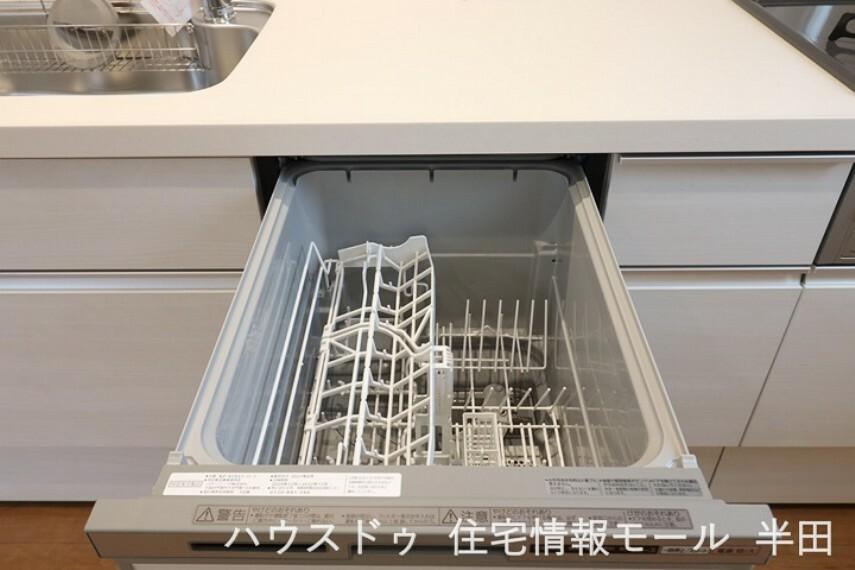 お弁当箱洗いにも活躍する食器洗浄乾燥機付。