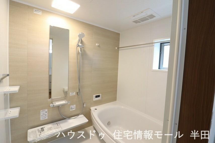 浴室 圧迫感がなく開放的な浴室で一日の疲れを癒してください。