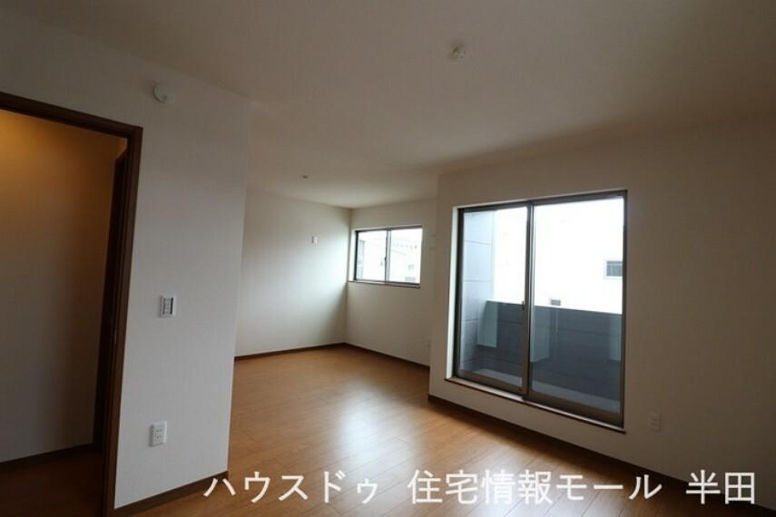 子供部屋 生活スタイルに合わせて将来間仕切りが可能な12帖洋室。