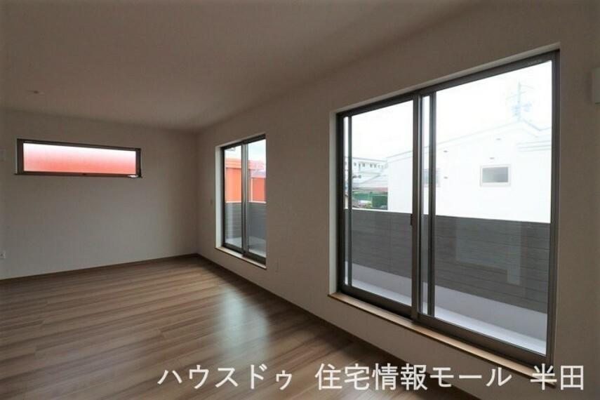 寝室 13.75帖洋室 ウオークインクローゼット付き!バルコニーに面した居室です。 主寝室にいかがでしょうか