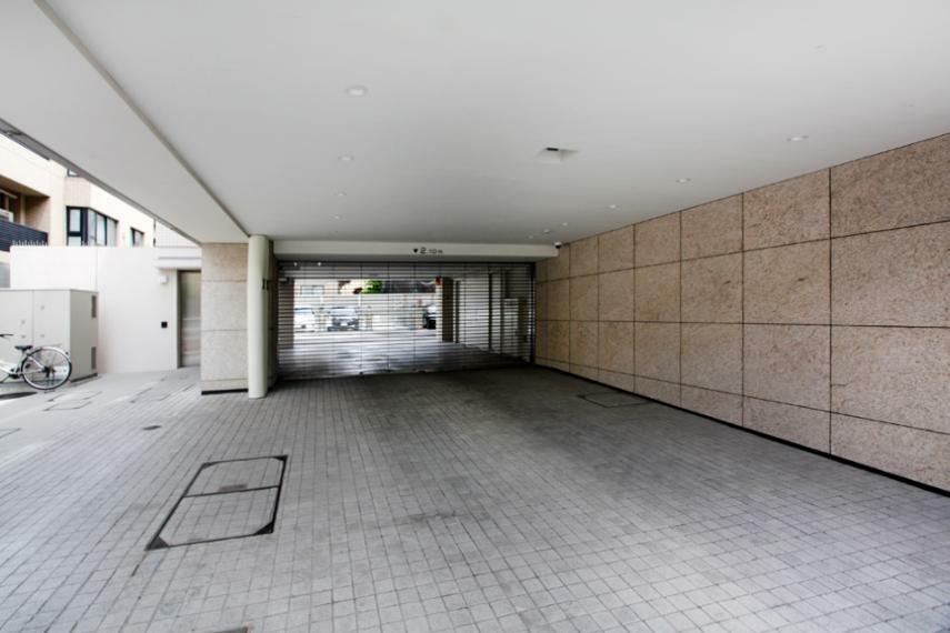 駐車場 駐車場入り口。立体式の駐車場になります。
