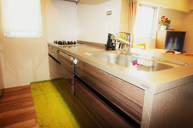キッチン ●食器洗浄機やディスポーザーなどを完備したシステムキッチン。