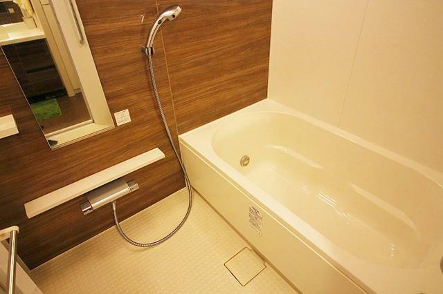 浴室 ●浴室暖房乾燥機付きのフルオートバスです。