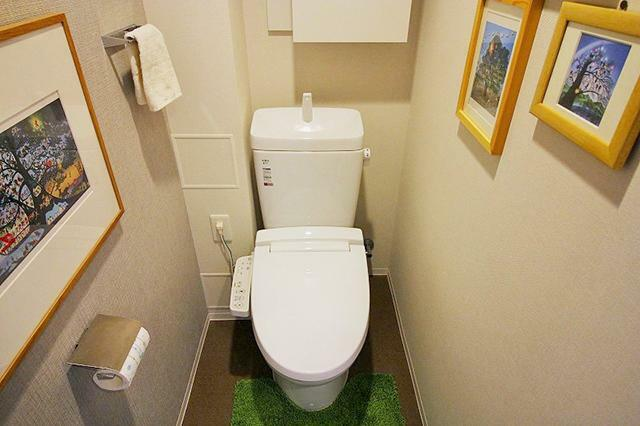 トイレ ●白を基調と清潔感ある空間です。