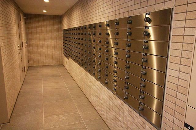 宅配ボックス ●不在時や在宅時もスムーズにお荷物が受け取れる宅配ボックスも完備