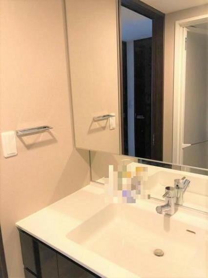 洗面化粧台 洗面化粧台もワイドサイズです。 大変キレイに使用されています。