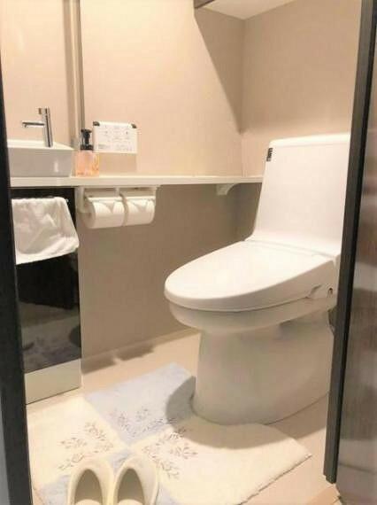 トイレ トイレにも収納があり、使い勝手が良いです。