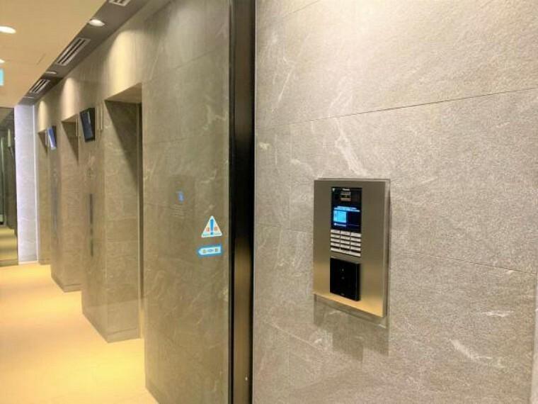 エレベーター前にもオートロックがあり、セキュリティが充実しています。