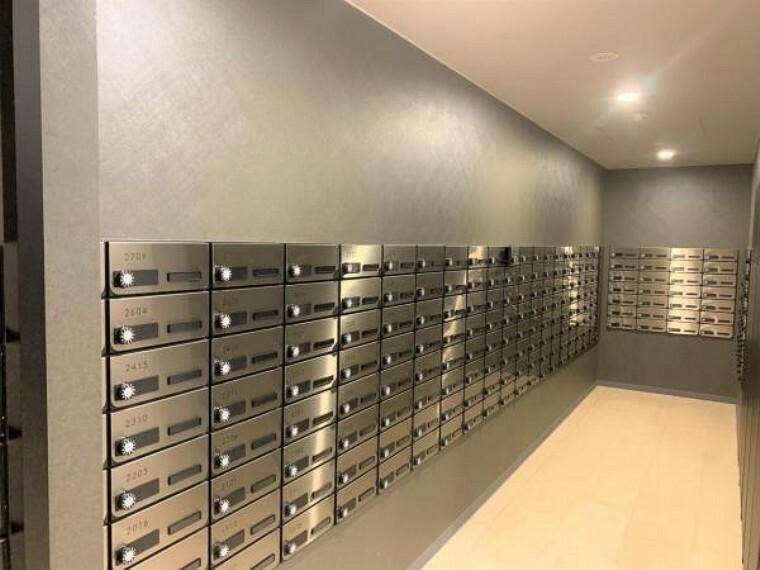 郵便受け 管理の行き届いたメールルームです。