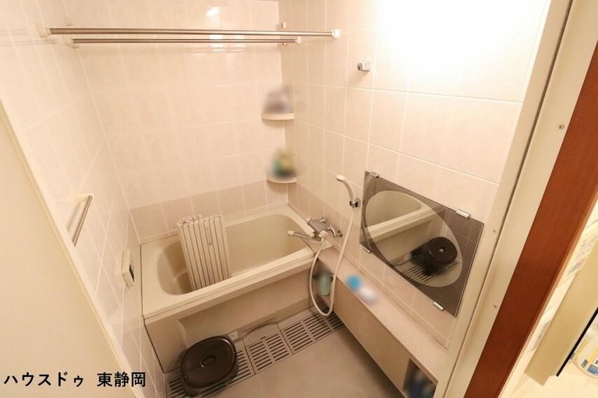 浴室 浴槽でゆったりとリラックスタイム 毎日の疲れを取る癒しの場所ですね オートバスなのでボタン一つで入浴出来ますよ。