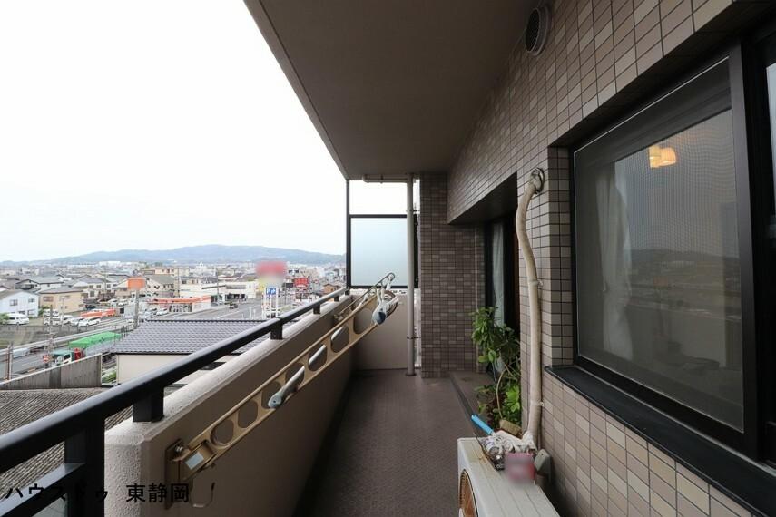 バルコニー 南東向き5階なので日当たり・眺望・通風・採光良好です。