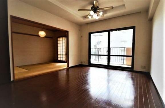 現況写真 LDK12.2帖から和室を眺めて・・・