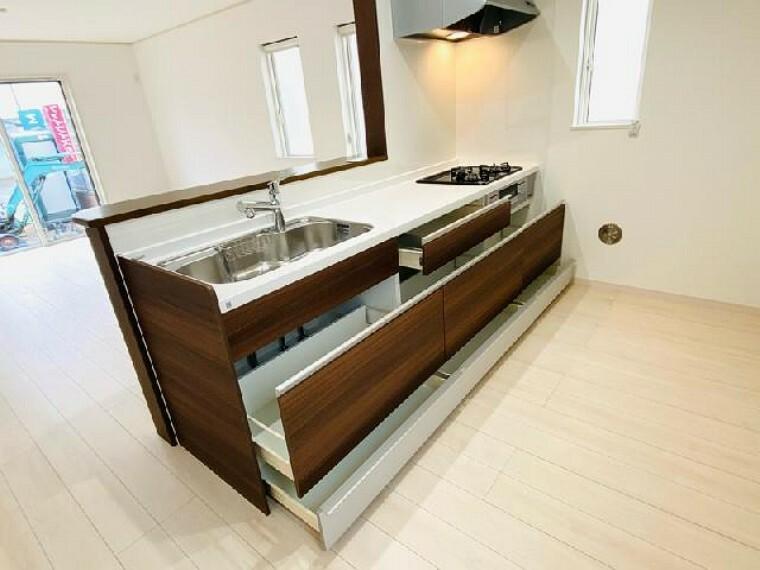 A号棟 キッチン~同仕様施工例~・・・キッチンは対面式となっておりますのでお子様の様子を確認しながら料理ができます。