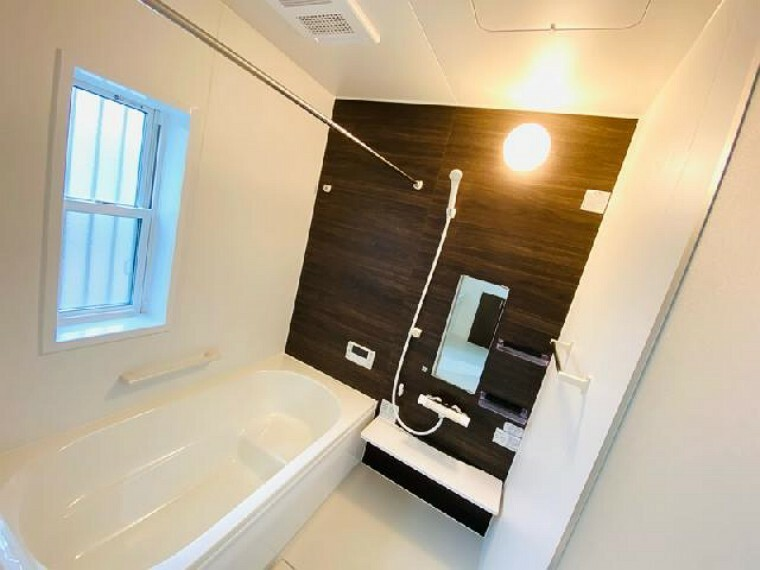 A号棟 浴室~同仕様施工例~・・・お子様と一緒に入ってもゆとりある1坪タイプの浴室です。乾燥暖房機能付きです。