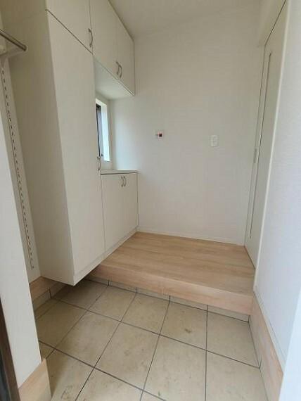 玄関 上から下までしっかり収納でき、散らかりがちな玄関もすっきり。