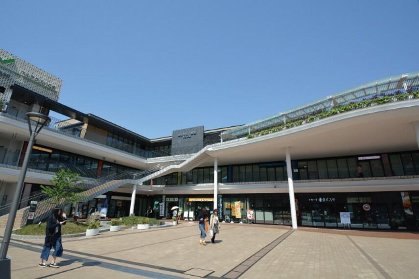 図書館 生駒駅前図書室  徒歩14分