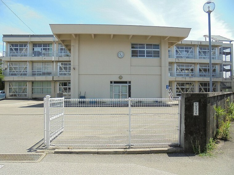 小学校 【小学校】朝倉小学校まで476m