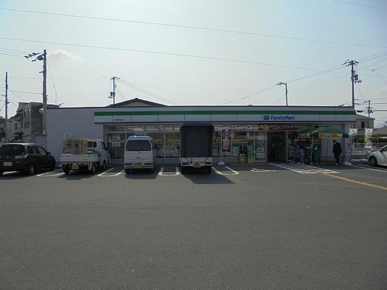 コンビニ 【コンビニエンスストア】ファミリーマート高知神田店まで271m