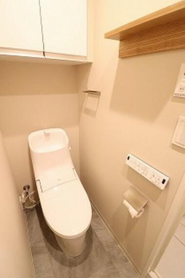 トイレ 洗浄機能付き防汚・抗菌標準搭載した暖房便座のトイレ。