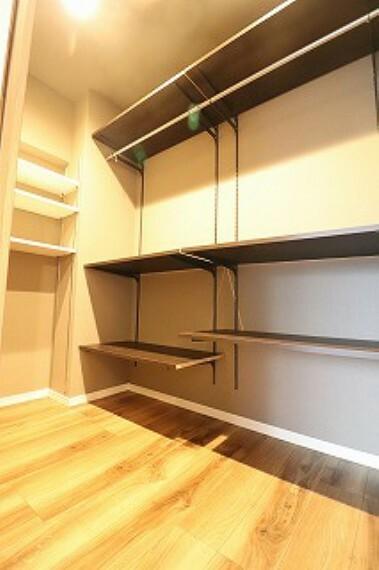 収納 洋室のウォークインクローゼットはたっぷり収納可能です。