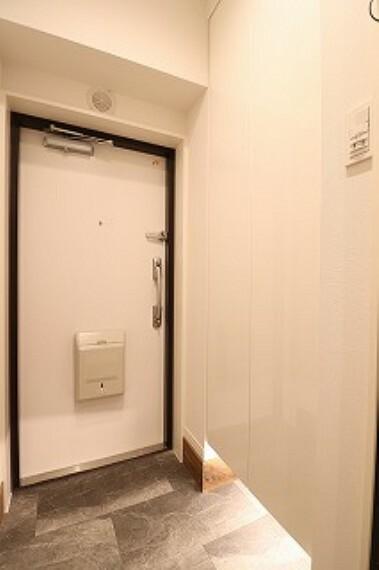 玄関 玄関ドアは更新工事済み。