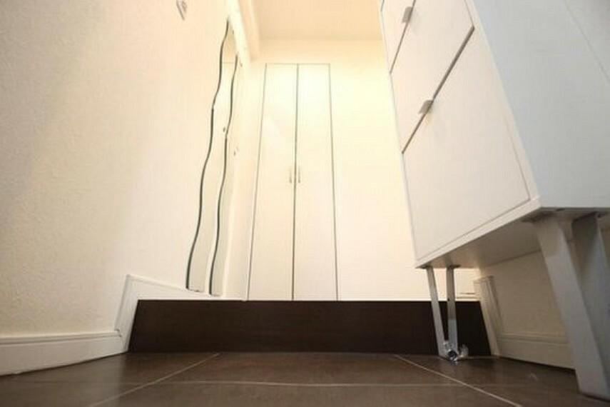 玄関 清潔感のある落ち着いた雰囲気の玄関です。安らぎに満ちた空間がここから始まります。