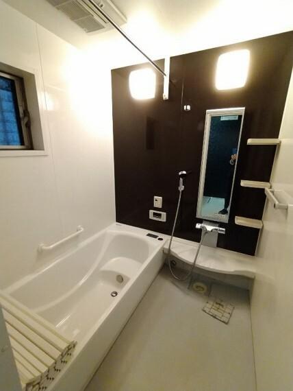 浴室 【浴室】 お子様と一緒にバスタイムを楽しめる広々浴室