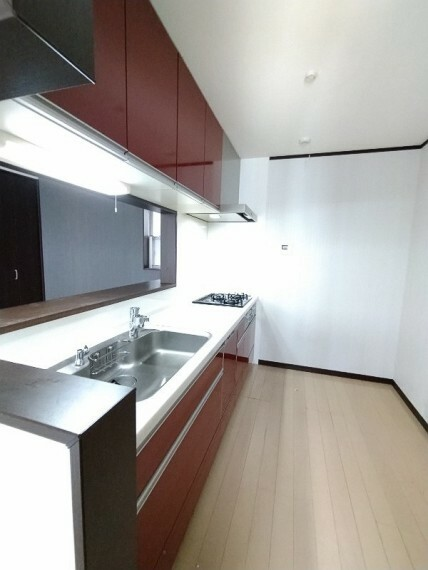 キッチン 【システムキッチン】 シンクも広めでお料理はもちろん食器洗いもしやすいです