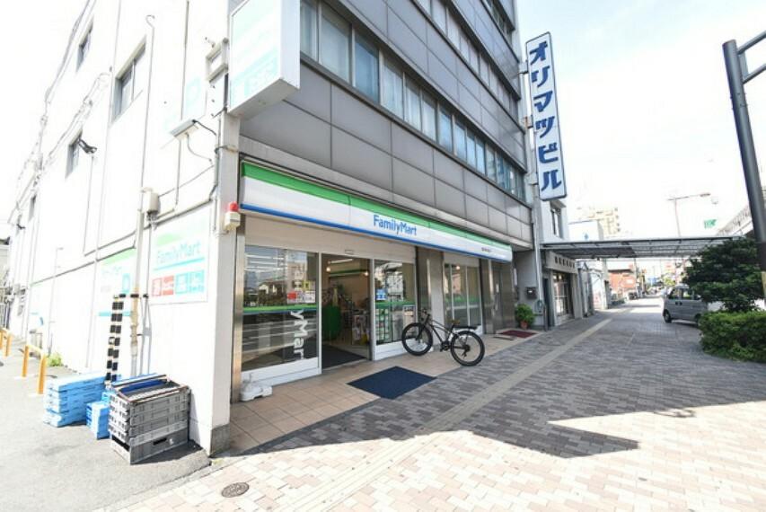 コンビニ ファミリーマート横浜青木町店
