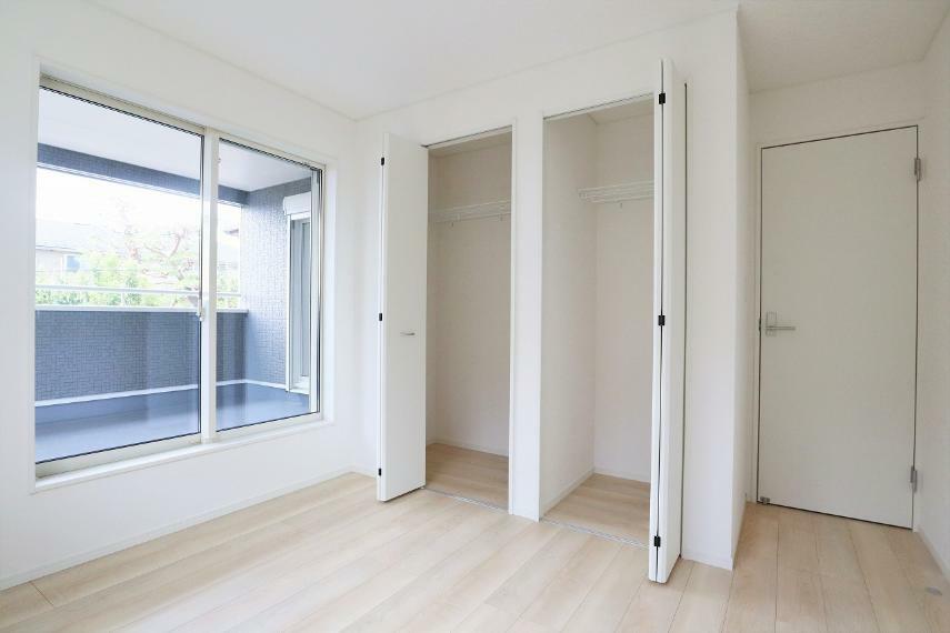 収納 【1号棟】2階洋室5.7帖(バルコニー側)クローゼット