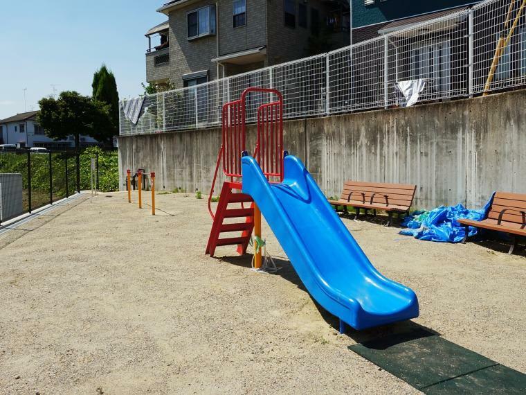 公園 分譲地内には小規模公園があるので、子育て家族には嬉しい環境です。