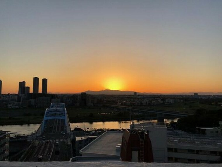 眺望 富士山・多摩川を一望できるルーフバルコニー。夏には多摩川花火大会・六郷土手花火大会も鑑賞できます。