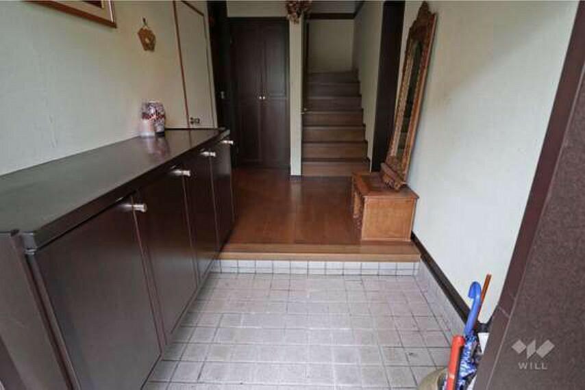 玄関 玄関。玄関を開けても室内が見えない設計になっています。宅配や郵便の方等、来客があっても安心してご対応して頂けます。
