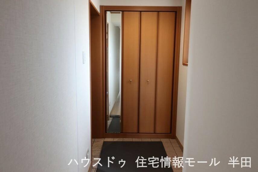 玄関 収納豊富ですっきりと片付玄関