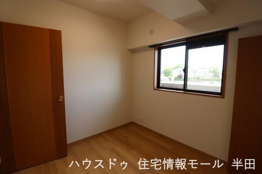 子供部屋 4.5帖洋室 明るい色調の内装はインテリアとの相性もGOOD!!