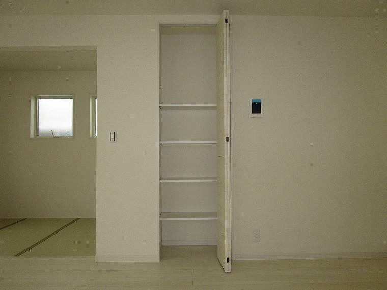 収納 便利なリビング収納 ちょっとした物を片付けることでお部屋がすっきり片付きます (2021年9月11日撮影)