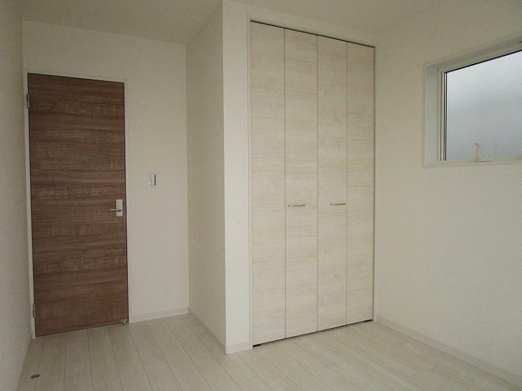 洋室 2階 北西側 5.25帖の洋室 (2021年9月11日撮影)