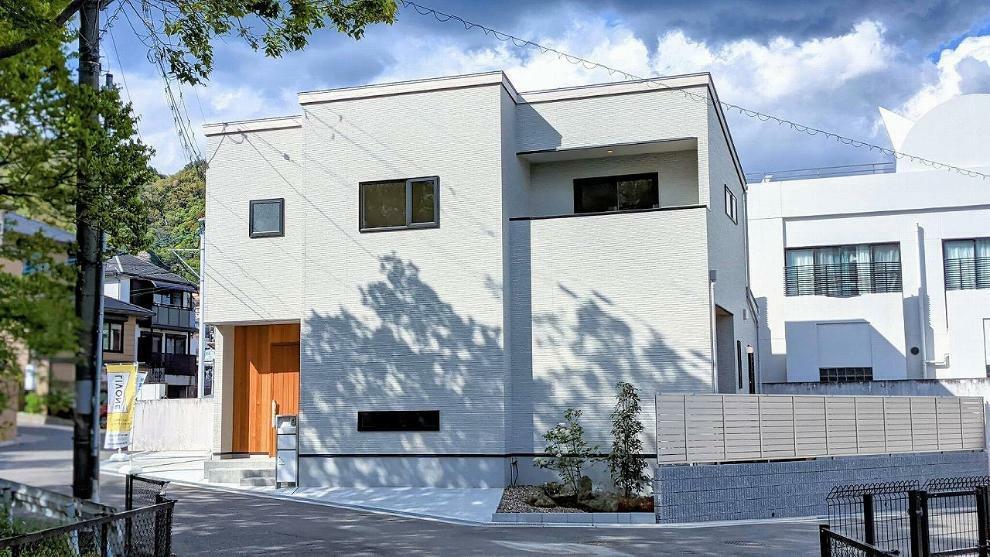 完成予想図(外観) 施工例■間口広々、開放感のあるお家建築開始します!静かな住環境で家族みんなが暮らしやすいお家。ぜひお問い合わせください!