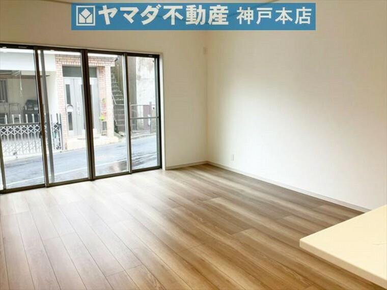 居間・リビング LDKは約18帖 広々としております。