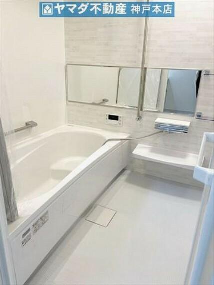 浴室 浴室暖房乾燥機完備です。