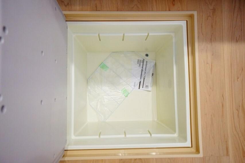 収納 キッチンにある床下収納は居住スペースを減らさずに日用品のストックが収納可能^^
