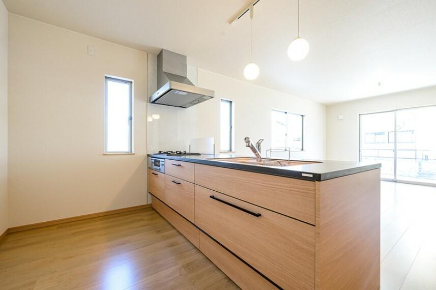 キッチン G号棟 収納力に優れたシステムキッチン!便利な床下収納付きです!