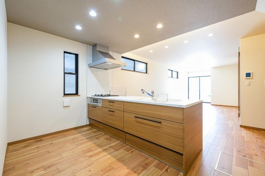 キッチン B号棟 収納力に優れたシステムキッチン!便利な床下収納付きです!