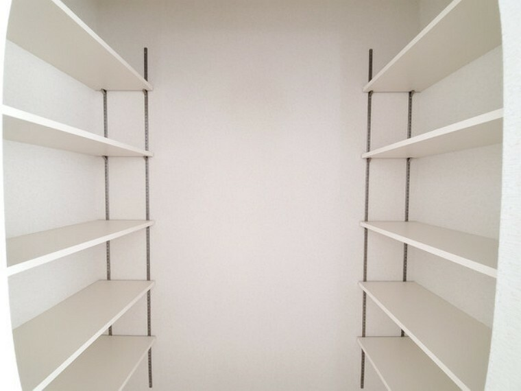収納 収納棚備え付けですぐご利用、余計な出費無