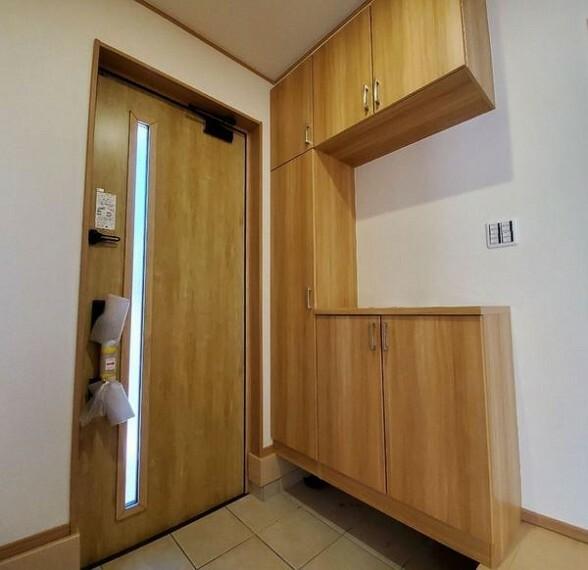 収納 鍵、小物置場としてもよいシューズボックス